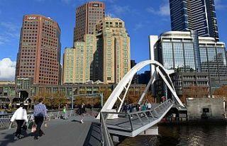 Melbourne'de 6 hafta sokağa çıkma yasağı ilan...