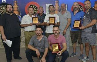 Ferdi Darts Ligi şampiyonu Tony Stone