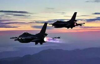 Türk gemisine yaklaşan Yunan F-16'larını Türk...