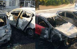 Yangında iki araç kül oldu