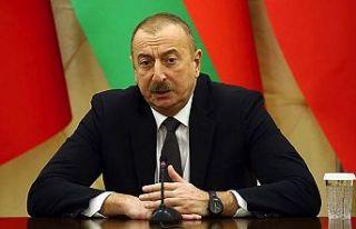 Aliyev: Ateşkes isteyenler Ermenistan'a silahlar...