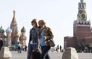 Rusya'da Kovid-19 vaka sayısı 1 milyon 354...