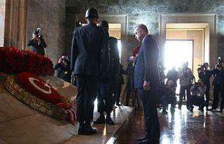 Büyük önder Atatürk için Anıtkabir'de devlet...