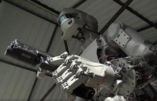 İngiltere Savunma Bakanı: 2030'larda Robot...