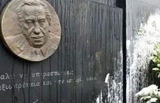 Tasos Papadopulos'un mezarındaki bronz portre çalındı