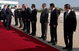 Başbakan Saner Ankara'ya hareket etti... Saner,...