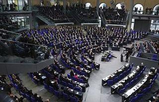 """Alman Meclisinde """"Müslüman Karşıtı Irkçılık..."""