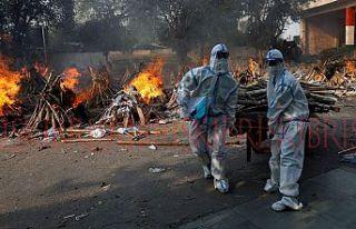 Hindistan'da COVID-19 kabusu sürüyor En ölümcül...