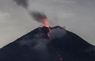 İzlanda'da bir yanardağda oluşan yarıktan...