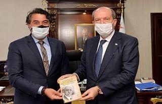 Balyemez, Cumhurbaşkanı Ersin Tatar'a kitabını...