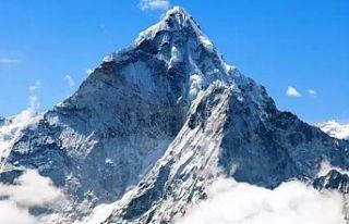 """Everest'e çıkan """"en yaşlı amerikalı""""..."""