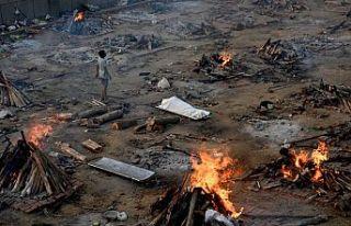Hindistan'da Covid-19 krizi sürüyor: Ölüleri...