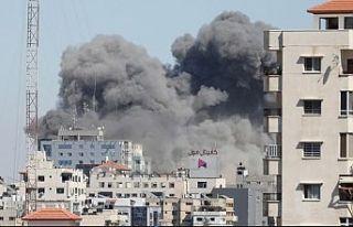 İsrail savaş uçakları AP ve AL Jazeera ofislerinin...