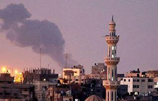 İsrail savaş uçakları Gazze Şeridi'nin kuzeyini...