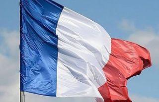 Fransa'da sömürgecinin heykelini boyamaktan...