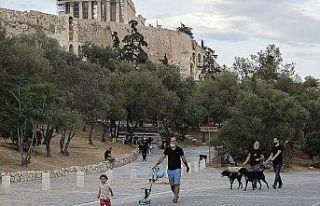 Yunanistan'da açık havada maske takma zorunluluğu...