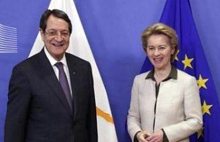 AB Komisyonu başkanı Von der Leyen ile Anastasiadis...