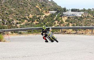 Motosikletlerin tırmanışı nefesleri kesti