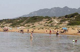 Vatandaşlar sıcaktan denize akın etti