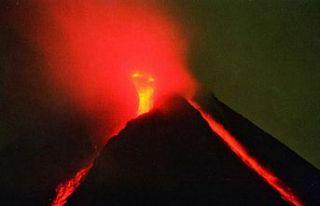Endonezya'daki Merapi Yanardağı'nda patlama...