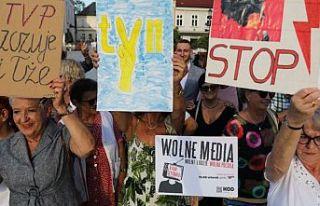 Polonya'da parlamento, yabancı medya kuruluşlarını...