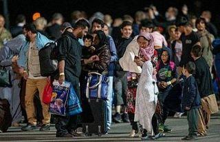 Taliban, Afganların ülke dışına seyahat etmesine...