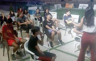 Badmintonda seminerler sürüyor