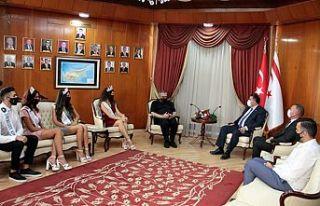 Başbakan Saner, Mıss Kuzey Kıbrıs güzelleri ve...