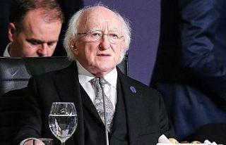 İrlanda Cumhurbaşkanı, İngiltere Kraliçesi'nin...