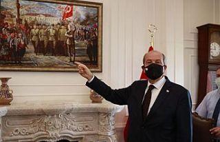 """Tatar """"İzmir'in Kurtuluşu"""" tablosunu inceledi"""