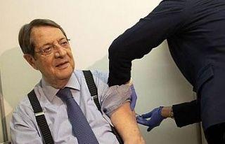 Anastasiadis 3. Doz koronavirüs aşısını yaptırdı