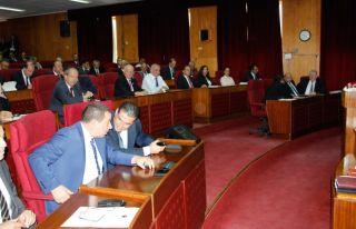 Hükümet ortakları arasında kriz: DP salonu terk...