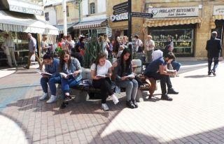 KAÜ öğrencileri Arasta'da kitap okudu