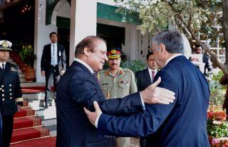 Akıncı Pakistan Başbakanı'nın verdiği yemeğe...