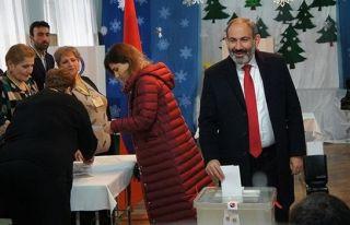 Ermenistan'daki seçimin galibi Paşinyan oldu