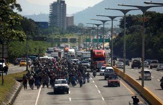 Trump: Meksika sınırına 15 bin asker yığabiliriz