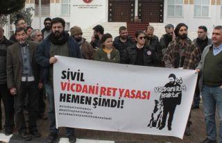 'Kıbrıs'ta Vicdani Ret İnisiyatifi' meclis önünde...