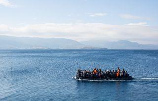 Dillirga açıklarında 175 mülteci halatlarla kurtarıldı