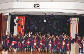 21 yıl sonra mezuniyet töreni yaptılar