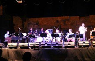 Mehmet Ali Sanlıkol ve grubu sahnedeydi