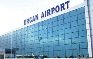 İngiltere'de yaşayan Rumlar Ercan Havalimanı'na...