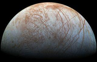 NASA, Europa'nın sırrını açıklayacak