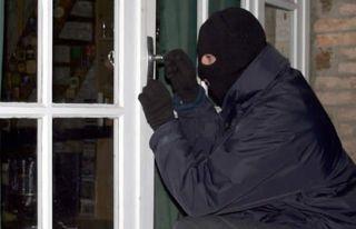 Hırsızlık yaparken suçüstü yakalandı