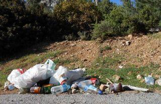 Motosiklet yarışından geriye çöpler kaldı