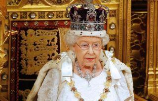 Kraliçe tahtı bırakmıyor