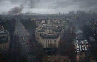 Fransa'da 'Sarı Yelekler'in eylemleri OHAL'i masaya...
