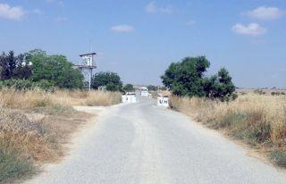 Kiracıköy muhtarı Gaziler köyüne geçiş kapısı...