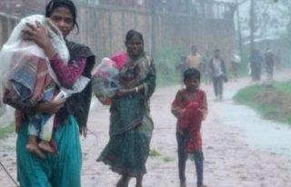 Bangladeş'te 'Titli' kasırgası 4 can aldı