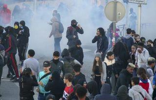 Fransa'da 700'den fazla lise öğrencisi gözaltına...