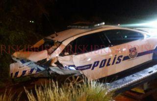 Alkollü sürücü aşırı hız yapıp polis aracına...